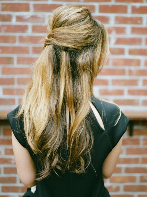 Brick, Hairstyle, Green, Shoulder, Brickwork, Mammal, Style, Beauty, Street fashion, Long hair,