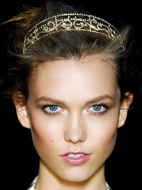 Lip, Hairstyle, Eye, Skin, Chin, Forehead, Hair accessory, Eyelash, Eyebrow, Headpiece,