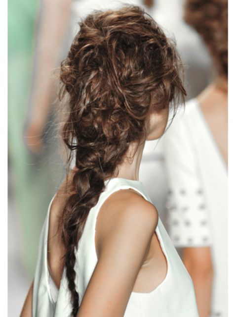 Hairstyle, Shoulder, Joint, Sleeveless shirt, Style, Back, Neck, Brown hair, Long hair, Active tank,