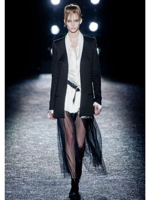 Clothing, Collar, Fashion show, Coat, Outerwear, Formal wear, Style, Fashion model, Street fashion, Blazer,