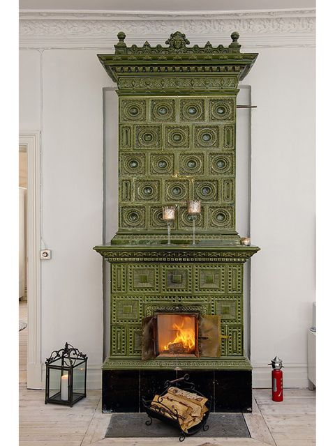 Wall, Hearth, Gas, Fireplace, Heat, Rectangle, Fire screen, Flame, Molding, Building material,