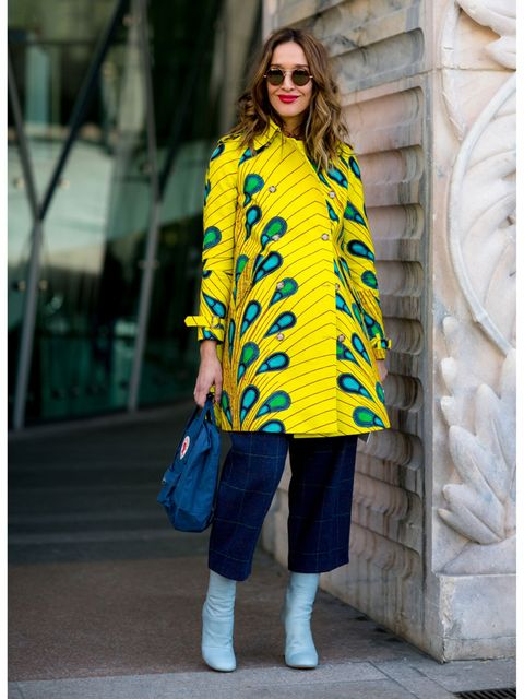 Sleeve, Textile, Sunglasses, Outerwear, Bag, Style, Street fashion, Fashion accessory, Pattern, Denim,