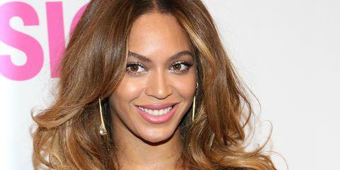 Hair, Face, Eyebrow, Hairstyle, Blond, Lip, Brown hair, Forehead, Chin, Hair coloring,