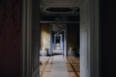 Floor, Darkness, Ceiling, Light fixture, Column, Molding, Symmetry, Home door, Lobby, Tile flooring,