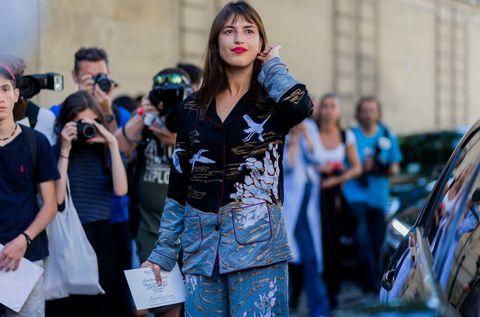 Street fashion, Bag, Luggage and bags, Vehicle door, Handbag,