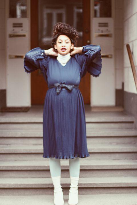 <p>Ida: 'Mijn outfit&nbsp;voor de feestdagen! In het dagelijks leven dragen we hier lekker air maxjes onder.'&nbsp;</p><p>Jurk: vintage<br>Coltrui: H&amp;M<br>Schoenen: &amp; Other Stories<br>Ketting: mama</p>