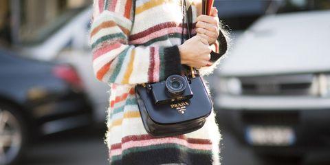 Textile, Street fashion, Pattern, Wool, Sweater, Cameras & optics, Knitting, Creative arts, Woolen, Thread,