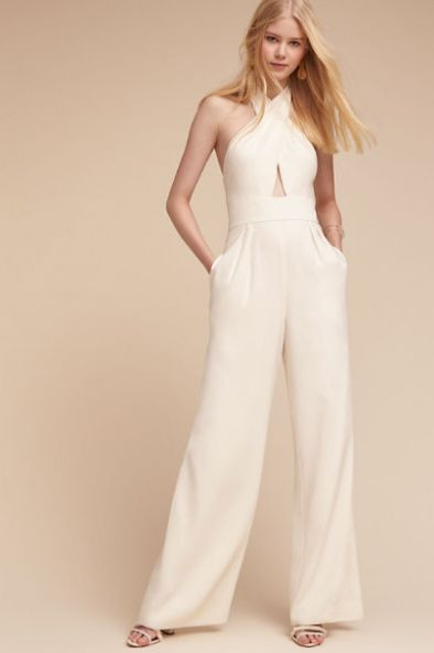 Sleeve, Shoulder, Textile, Standing, Joint, White, Formal wear, Style, Elbow, Waist,