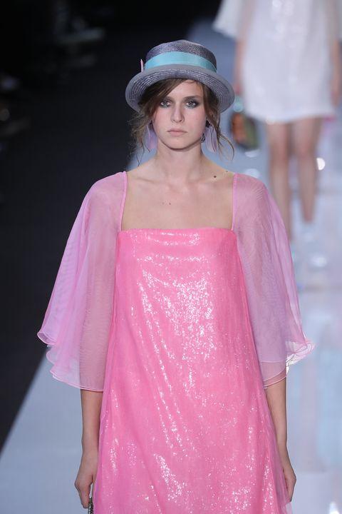 Fashion show, Fashion model, Fashion, Clothing, Pink, Shoulder, Haute couture, Runway, Beauty, Fashion design,
