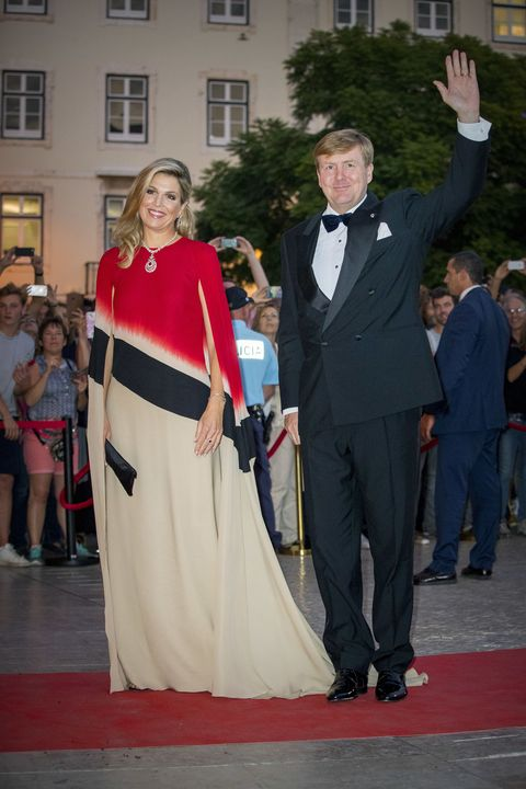 Event, Formal wear, Carpet, Ceremony, Suit, Dress, Red carpet, Flooring, Tradition, Gown,