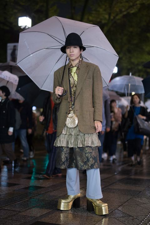 Umbrella, Fashion, Outerwear, Rain, Street fashion, Runway, Human, Fashion accessory, Fashion show, Event,