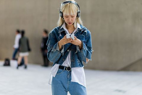 Street fashion, Jeans, Blue, Denim, Fashion, Snapshot, Outerwear, Textile, Joint, Jacket,