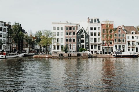 Waterway, Water, Water transportation, Canal, Property, Building, Human settlement, Town, Architecture, Channel,