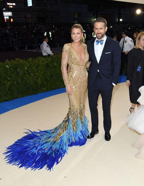 <p>Blake droeg een Atelier Versace-jurk naar het&nbsp;Met Gala in New York&nbsp;dit jaar, op 1 mei, en zag er naast eega Ryan fantastisch uit.</p>