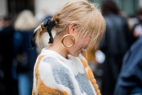 Hair, Eyewear, Street fashion, Hairstyle, Blond, Glasses, Fashion, Ear, Human, Chignon,