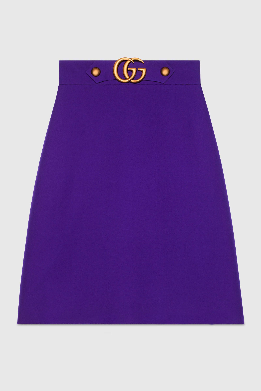 "<p>Rok, € 750 - verkrijgbaar via <a href=""https://www.gucci.com/nl/en_gb/pr/women/womens-ready-to-wear/womens-skirts/wool-silk-skirt-p-430572ZHM885076?position=5&amp&#x3B;listName=PGEU4Cols&amp&#x3B;categoryPath=Women/Womens-Ready-to-Wear/Womens-Skirts"" target=""_blank"" data-tracking-id=""recirc-text-link"">Gucci</a> </p>"