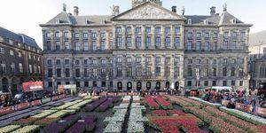 Met de traditionele pluktuin in, hoe kan het ook anders, hartje Amsterdam
