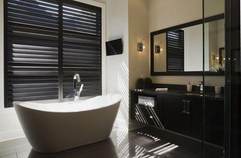 10x de mooiste klassiek zwart-witte badkamers