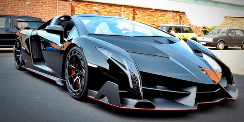 Motor vehicle, Tire, Mode of transport, Automotive design, Land vehicle, Vehicle, Transport, Automotive exterior, Car, Rim,