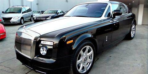 Tire, Wheel, Motor vehicle, Automotive design, Vehicle, Automotive tire, Land vehicle, Rim, Vehicle door, Alloy wheel,