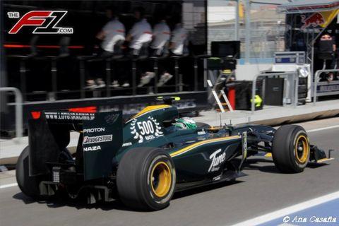 Tire, Wheel, Automotive tire, Automotive design, Open-wheel car, Automotive wheel system, Formula one tyres, Race track, Formula one car, Motorsport,