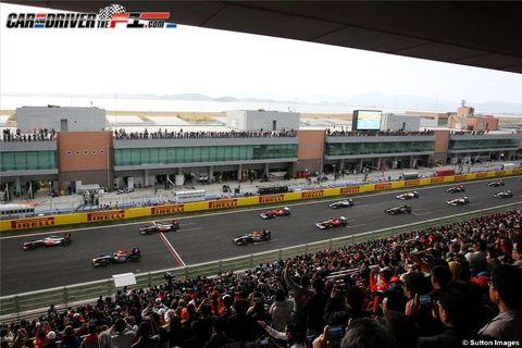 Motor vehicle, Mode of transport, Crowd, People, Automotive tire, Race track, Transport, Automotive design, Infrastructure, Sport venue,