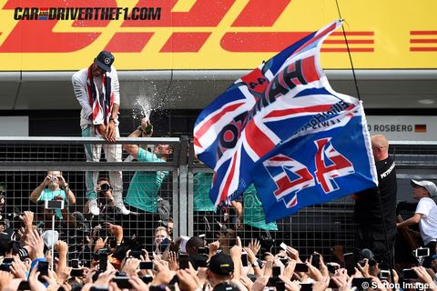 Crowd, Flag, Fan, Audience, Stadium, Celebrating, Cheering, Sports jersey,