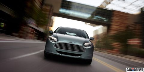 Motor vehicle, Automotive design, Daytime, Vehicle, Road, Headlamp, Grille, Infrastructure, Automotive lighting, Car,