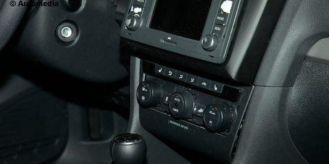 Center console, Black, Gear shift, Luxury vehicle, Vehicle audio, Machine, Steering part,