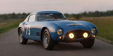 Automotive design, Vehicle, Headlamp, Car, Automotive lighting, Classic car, Hood, Performance car, Sports car, Automotive exterior,