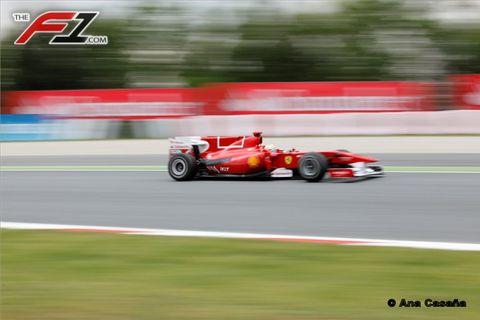 Tire, Wheel, Automotive tire, Automotive design, Open-wheel car, Race track, Motorsport, Formula one tyres, Asphalt, Car,