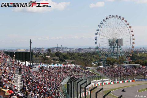 Ferris wheel, Daytime, People, Sky, Sport venue, Crowd, Landmark, Audience, Amusement ride, Stadium,