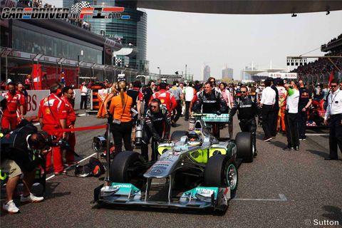 Tire, Wheel, Automotive tire, Automotive design, Helmet, Motorsport, Race track, Open-wheel car, Automotive wheel system, Racing,