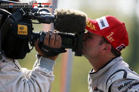 Cap, Video camera, Uniform, Headgear, Camera, Jersey, Baseball cap, Service, Camera operator, Videographer,