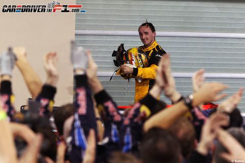 Hand, Jersey, Glove, Sports jersey, Celebrating, Fan, Bracelet, Stadium, Cheering,