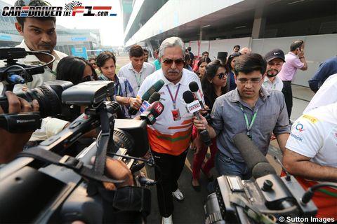 Video camera, Journalist, Camera operator, Camera, Television crew, Cameras & optics, Crowd, Videographer, News conference, Passenger,