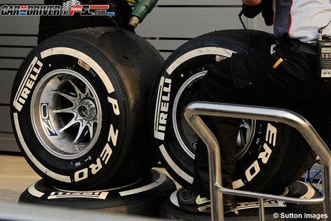 Automotive design, Automotive tire, Automotive wheel system, Rim, Alloy wheel, Auto part, Synthetic rubber, Tread, Carbon, Spoke,