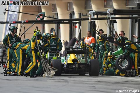 Automotive tire, Team, Automotive wheel system, Crew, Auto part, Motorsport, Race track, Engineering, Pit stop, Synthetic rubber,