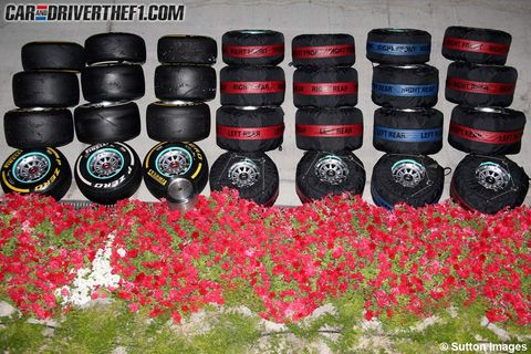 Red, Petal, Carmine, Bottle cap, Groundcover, Annual plant, Coquelicot, Plastic, Perennial plant, Poppy family,