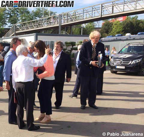 Footwear, Full-size car, Grille, Suit trousers, Luxury vehicle, Sport utility vehicle, Executive car, Mid-size car, Sedan, Bumper,
