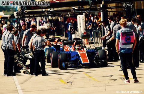 Automotive tire, Automotive design, Race track, Formula one tyres, Automotive wheel system, Motorsport, Open-wheel car, Auto part, Racing, Race car,