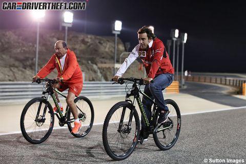 Bicycle wheel, Bicycle tire, Tire, Wheel, Bicycle frame, Bicycle wheel rim, Lighting, Bicycle handlebar, Bicycle, Bicycle fork,