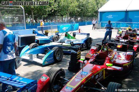 Tire, Automotive tire, Automotive design, Open-wheel car, Automotive wheel system, Formula one tyres, Motorsport, Race car, Formula one, Race track,