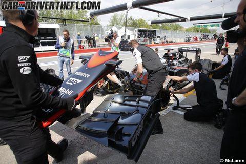Automotive design, Auto part, Sunglasses, Motorsport, Race track, Race car, Formula one tyres, Service, Racing, Crew,