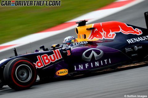Automotive tire, Automotive design, Vehicle, Race track, Motorsport, Sports gear, Helmet, Formula one, Racing, Competition event,