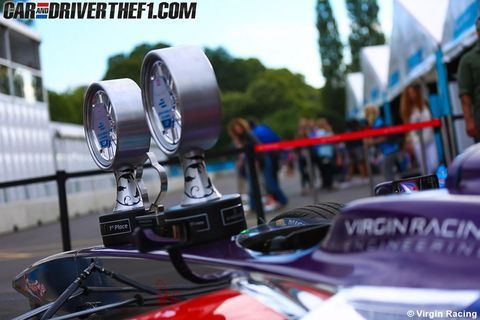Motor vehicle, Windshield, Rear-view mirror, Automotive mirror, Hood, Kit car, Traffic, Racing, Classic car, Motorsport,