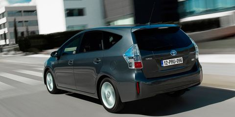 Motor vehicle, Tire, Wheel, Mode of transport, Automotive design, Automotive mirror, Automotive tire, Glass, Vehicle, Transport,