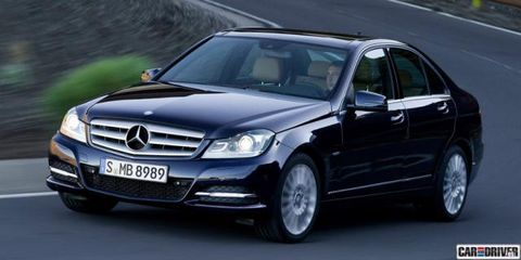 Motor vehicle, Wheel, Mode of transport, Automotive design, Vehicle, Land vehicle, Hood, Automotive exterior, Car, Glass,