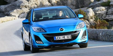 Motor vehicle, Mode of transport, Blue, Automotive design, Vehicle, Automotive mirror, Land vehicle, Glass, Headlamp, Hood,