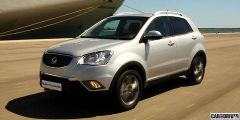 Tire, Wheel, Motor vehicle, Daytime, Vehicle, Automotive tire, Automotive design, Transport, Glass, Land vehicle,